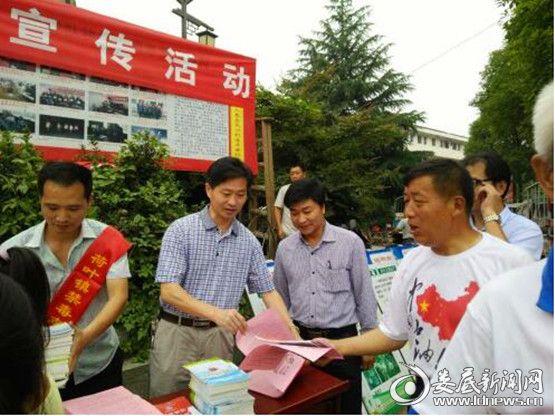 荷叶镇干部职工积极主动参与禁毒宣传