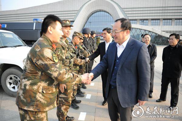 杨懿文看望慰问春节坚守岗位的公安民警