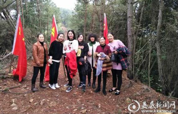 """娄星区民政局开展登山活动欢庆""""三·八""""妇女节"""