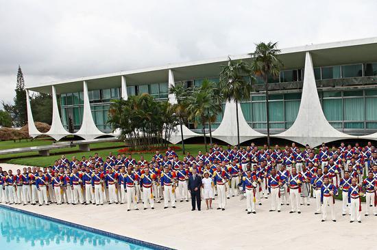 巴西总统警卫营在黎明宫合照