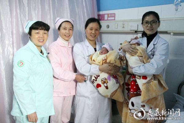 市中心医院医院生殖医学中心和产科医务人员看望慰问产妇和宝宝