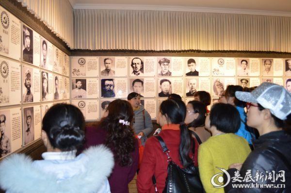 在井冈山革命博物馆听老师讲解