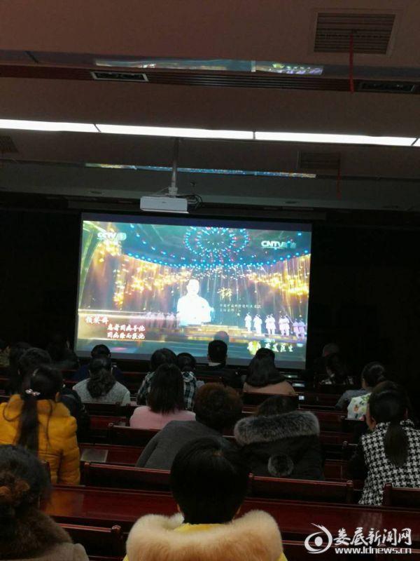 县妇幼保健计划生育服务中心组织观看