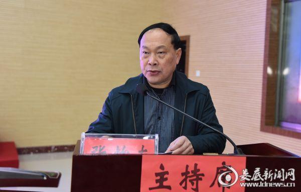市教育局副局长张怡南主持会议