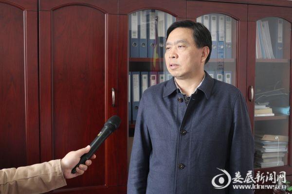 (市城市管理行政执法局委书记、局长谢万春接受记者专访)