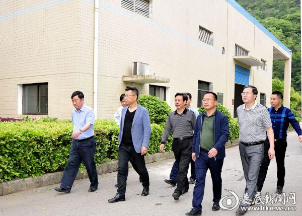 市容环境专业组在第二污水处理厂检查