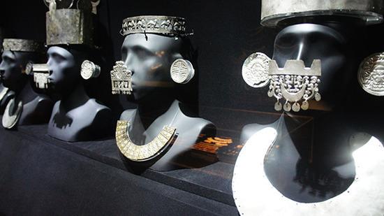 秘鲁古代巫师使用的黄金面饰。本文图均为田野图
