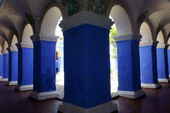 蓝色的修道院游廊
