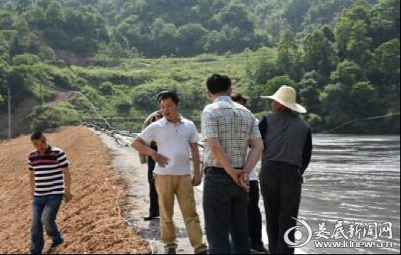 检查组对中泰矿业龙凤桥尾矿库进行现场检查