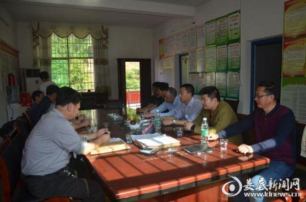 清理审计小组人员详细听取村级账务开支情况