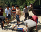 新化10岁小孩坠落悬崖 十余名村民热心救援