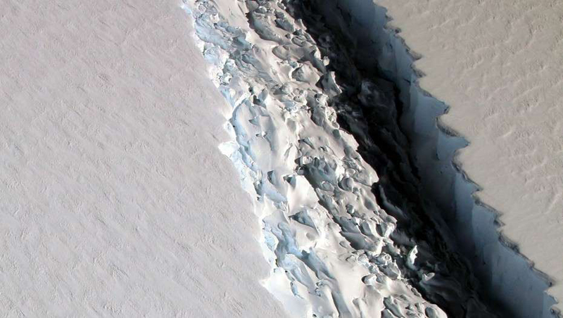 南极现巨大裂痕冰山将使海平面升高10厘米