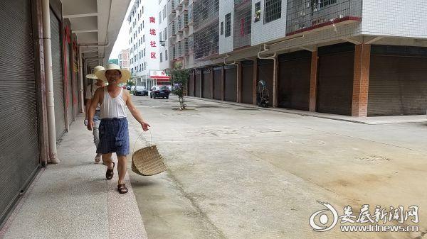 活动结束后干净整洁的大街