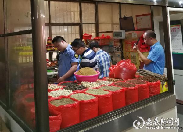 冷水江市公安局与食药监督局开展联合执法