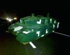 高速凭空出现坦克 现实版本战狼2场面疑似从运输车掉落