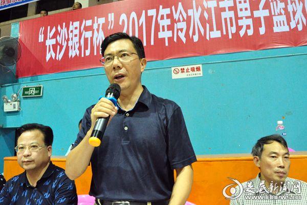 (冷水江市人民政府副市长王建农宣布篮球赛开幕。)DSC_5000_