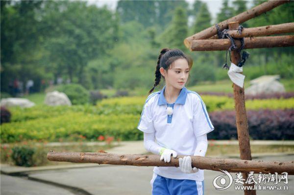 """(彭小苒《挑盟》展现""""狮吼功""""  体验六艺化身翩翩琴师)"""
