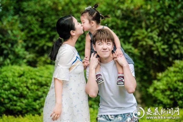 王栎鑫及女儿老婆