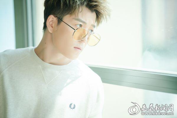 王栎鑫宣传照1