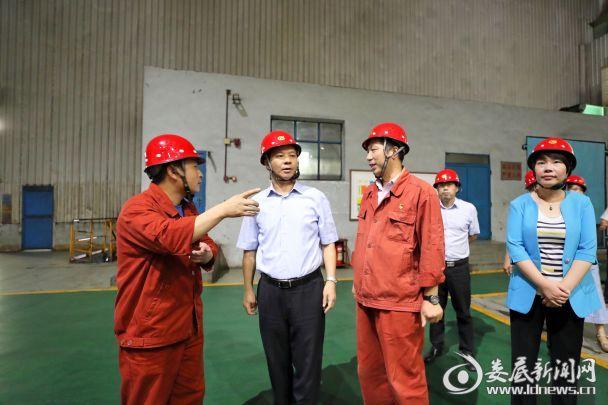 李荐国详细了解涟钢的生产经营等情况