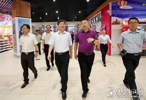 李荐国还检查了五江碧桂园步步高商场