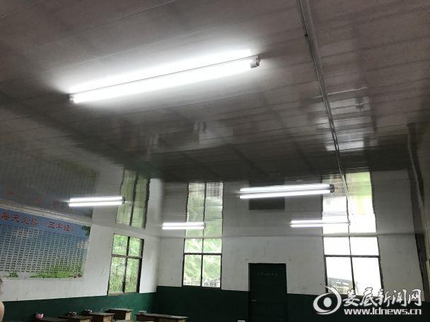 留守儿童服务中心自习室的天花板吊顶