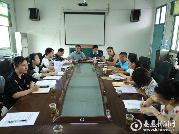 团县委和县教育局及部分县直学校少先队辅导员参会