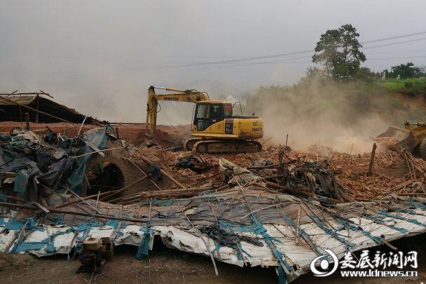 丰华砖厂拆除现场