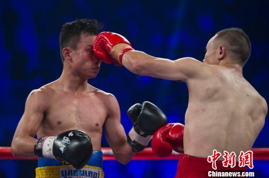 熊朝忠击败比自己小9岁的泰国拳手潘亚,获得WBA105磅世界拳王挑战者资格。 韦亮 摄