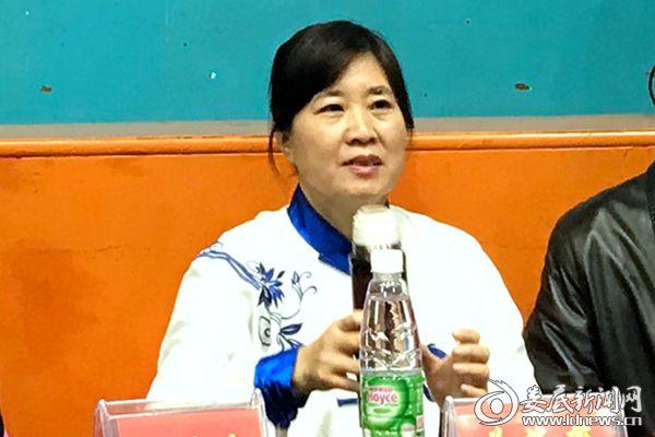 (冷水江市委常委、宣传部长姜海燕宣布活动开幕。熊又华 摄)IMG_0168