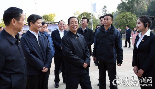 (11月27日,省委副书记、省长许达哲深入娄底调研)