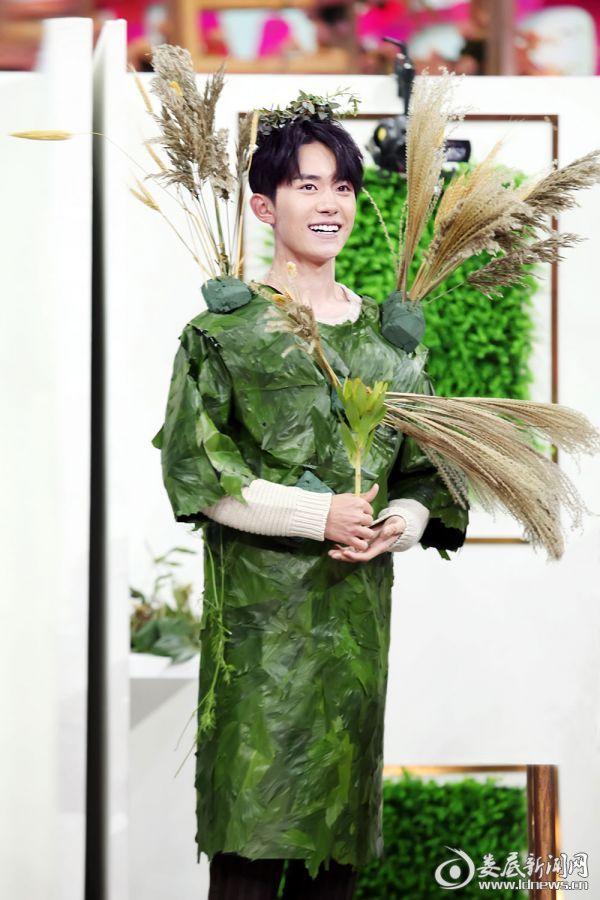 (易烊千玺变身模特)