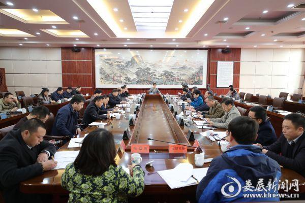 12月5日,李荐国邀请8家企业的负责人座谈,大家敞开心扉、争相发言,直言不讳地谈了自己的看法和建议