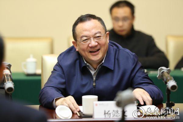 (娄底市委副书记、市长杨懿文)
