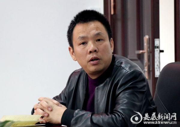局党组书记、局长李华主持会议。