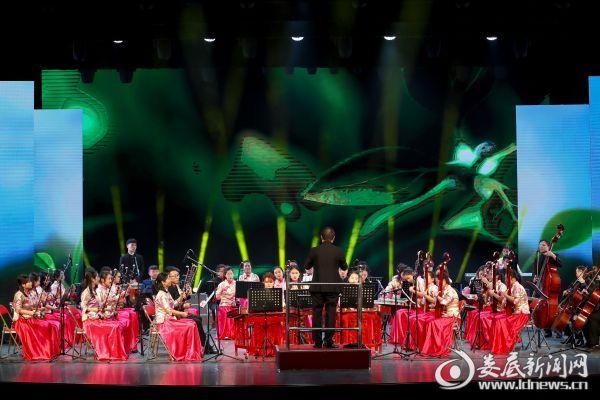 大型器乐曲《春拂湘中》拉开了音乐会的帷幕