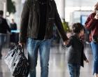 杜江嗯哼现身机场 穿搭亮眼被赞时髦父子档