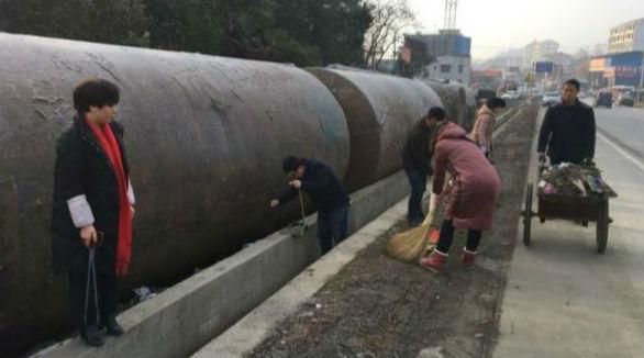 新化县国土局深入梅树社区开展大扫除活动
