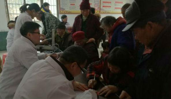 双峰县卫计系统到走马街镇开展健康扶贫冬季暖心服务义诊活动