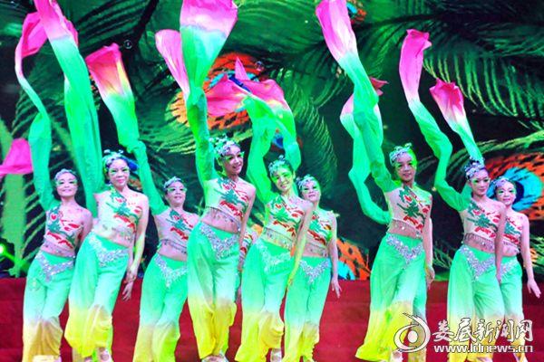 (大唐华银金竹山发电公司表演群舞《且吟春语》。熊又华 摄影)DSC_9588