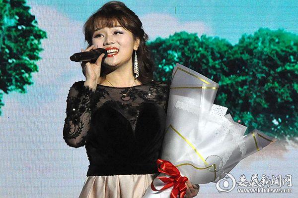 (冷水江籍、中国新十大女高音歌唱家周晰丽演唱。熊又华 摄影)DSC_9523