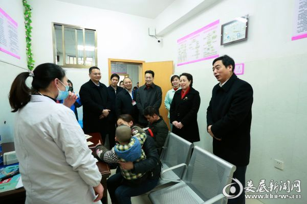 市委常委、宣传部长吴建平一行慰问该院急诊儿科医务人员