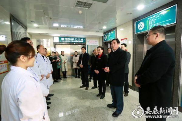 市委常委、宣传部长吴建平一行在该院院士专家工作站慰问医务人员