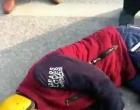 重庆小伙晕倒路旁 新化路人解囊救助