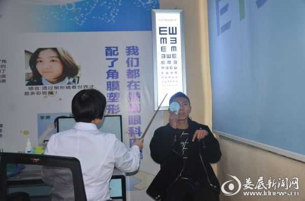 术后第一天检查检测视力