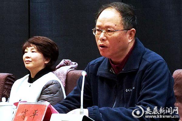 (冷水江市总工会党组书记肖平在表彰大会上讲话。)DSC_9001_