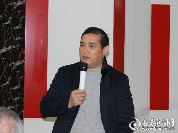 新化县人民医院副院长、五官科技术顾问鄢凯初精彩讲解中