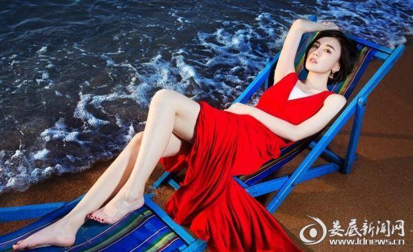 2.吕佳容海边躺姿美艳不可方物