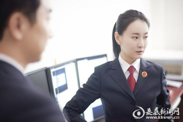 (王乐君饰演检察官小廖)
