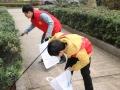 娄底市慈善志愿者协会开展环保志愿活动 捡拾垃圾传递文明